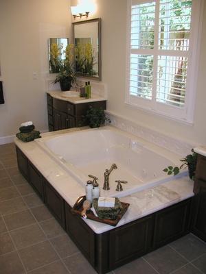 Salle de bains baignoire votre coin salle de bains avec for Baignoire petite largeur